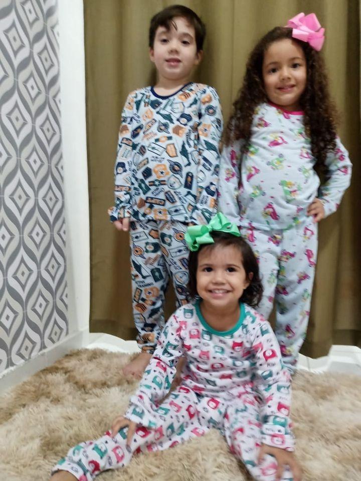 Pijamas estampados infantis