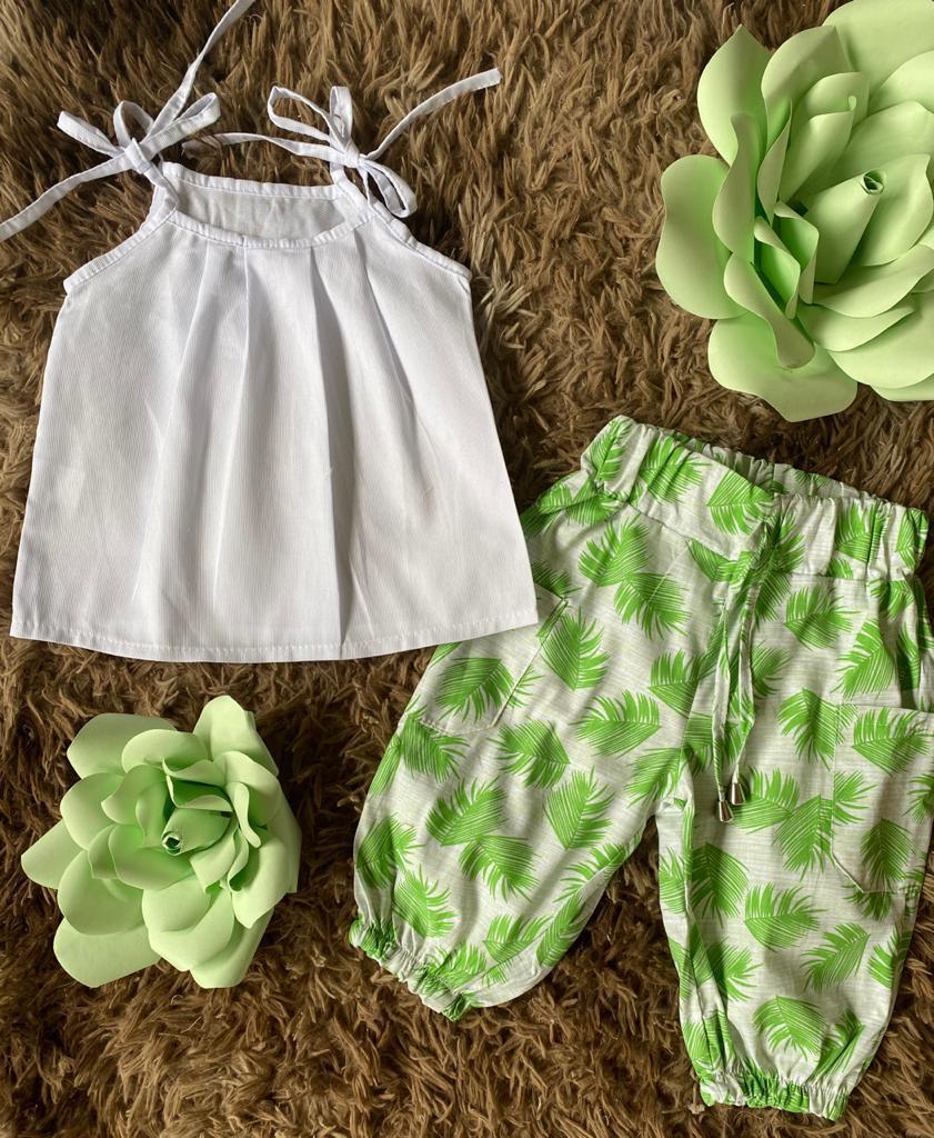 Conjunto Panta Curta folhas verde e branco